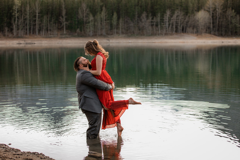 Husband & wife photos in a lake