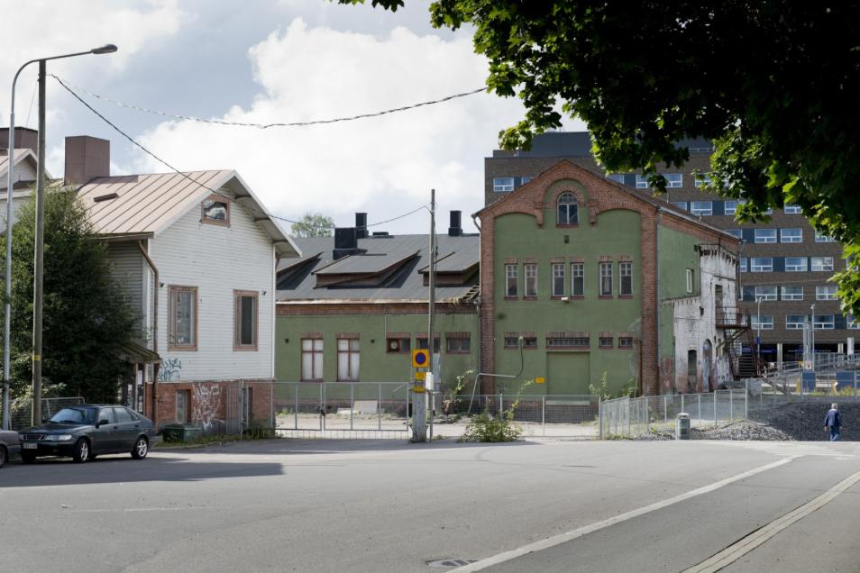 Morkku (left, white building) Tavara-Asema (right, green building)