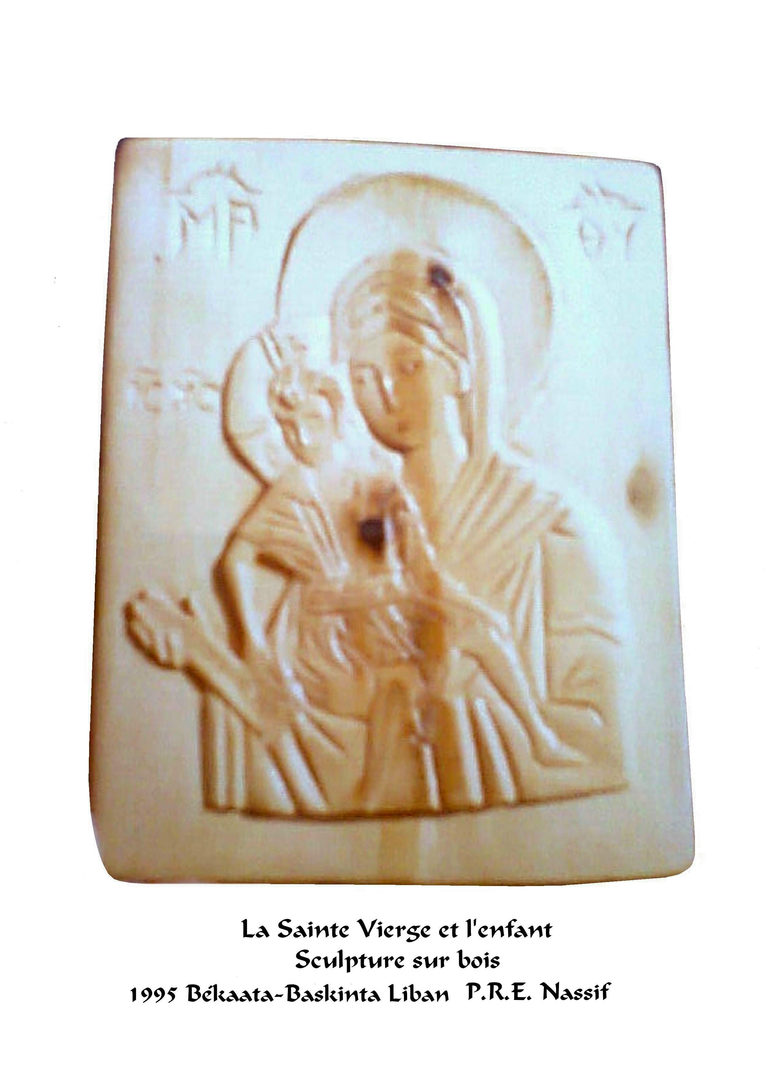 B--1er sculpture sur bois (vierge et l'enfant)
