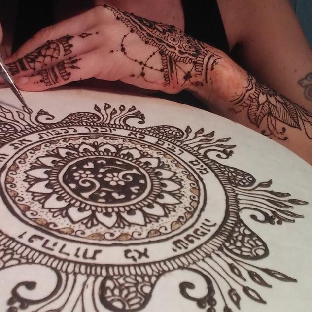 חן חינה - עיטור תוף מרים עם חינה טבעית אדומה 2017 henna artherapy