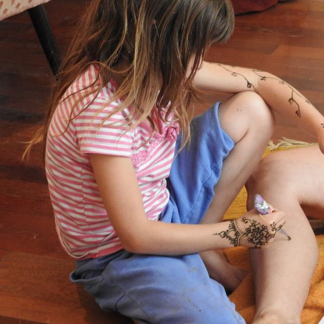 חן חינה -סדנה בסטודיו עם בנות מתוקות