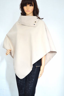 clickety clack, what's that coming down the track? a day out in London. ladies cape by dresslland