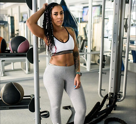 Keonna is  Certified Personal Trainer of B.A.E. and Keep it Tight. Fitness instructor who specializes in boot camps, wih emphasis on functional movement and HIIT exercises at Torch Gym
