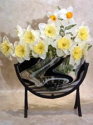 Flat vase Daffodils.jpg