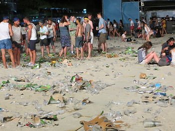 еднократните пластмасови чаши по време на събития са огромен замърсител