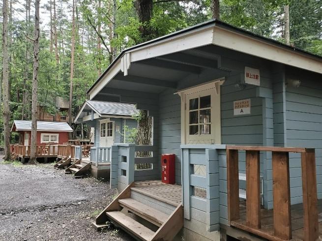 森のログハウス