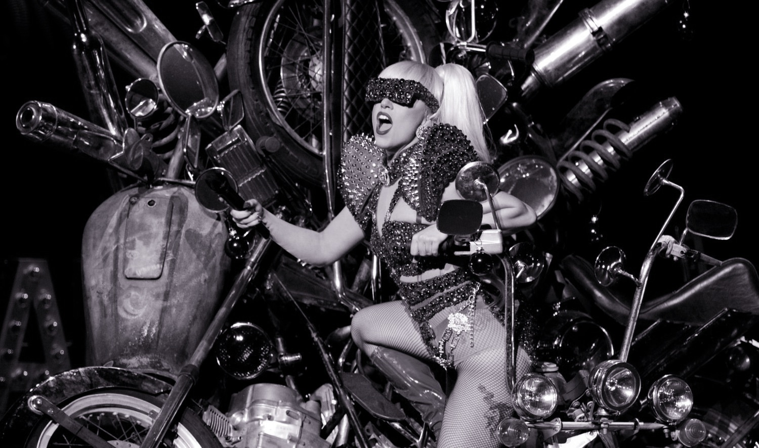 lady-gaga-motorcycle-mama-zippo-kluv-getty-photo-by-kevin-winter-getty-images-for-u-music_edited
