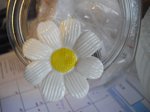 Sculpted Daisy Knob