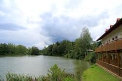 Der See umgarnt die Appartements