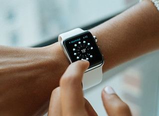 Smartwatches vs. classic watches - The future of the watch industry