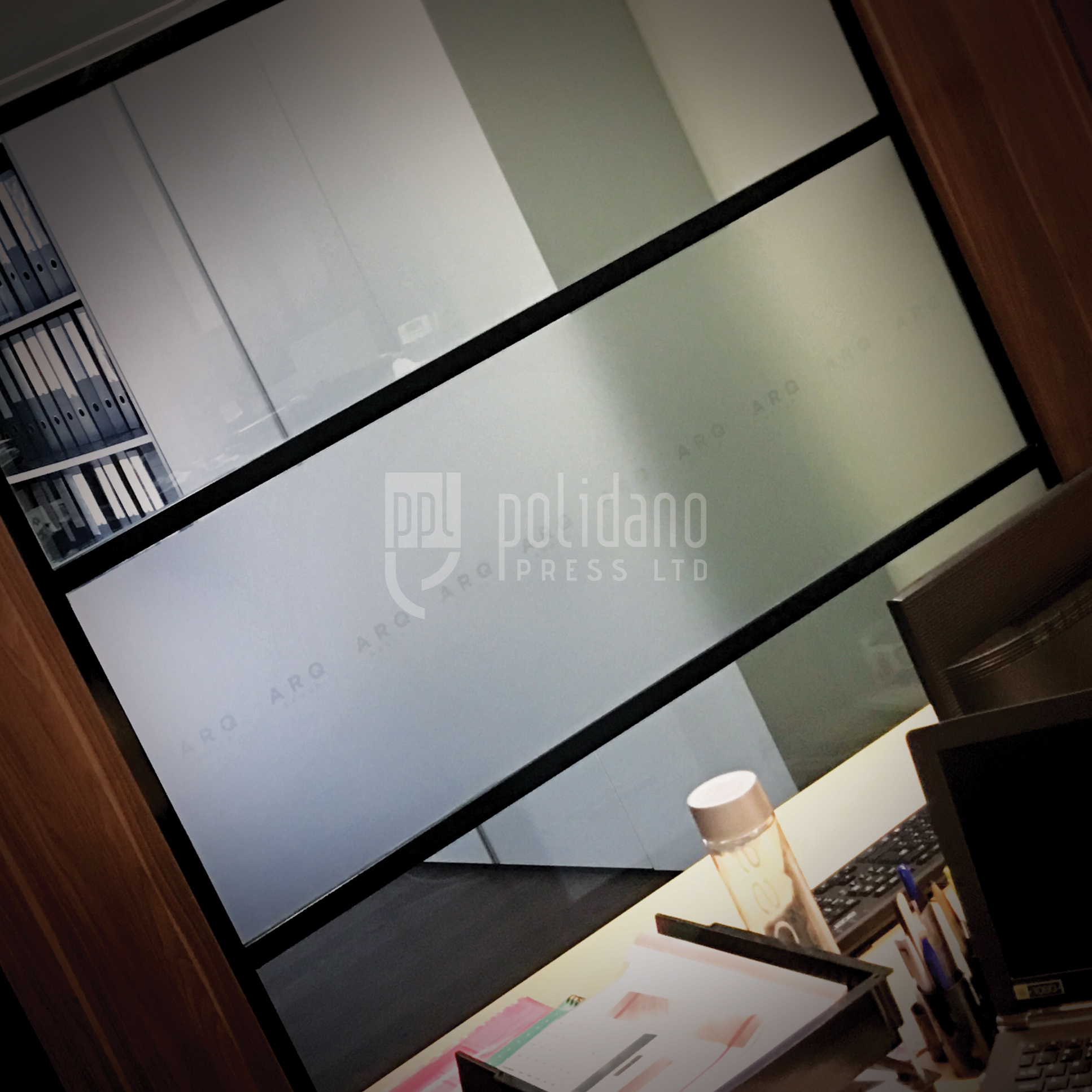Frosted Large Window ARQ