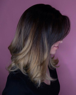 Loving this seamless melt _anatalienicole achieved with _wellahair #blondor and #freelights combo