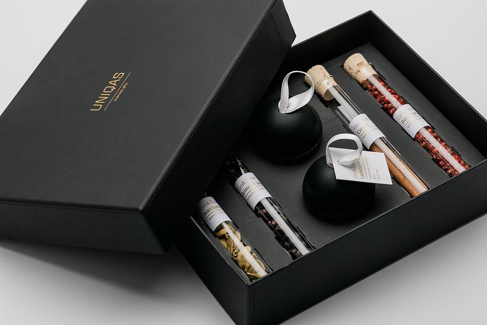 Gin-zacimbe-poslovna-darila.jpg