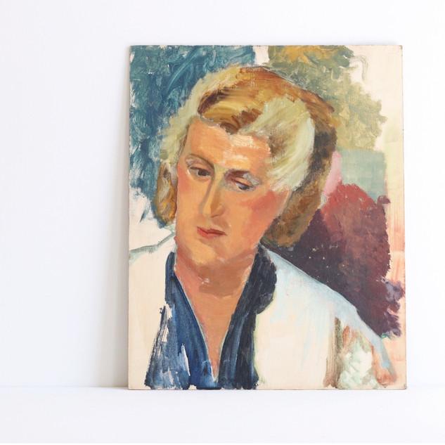 Portrait of a woman.