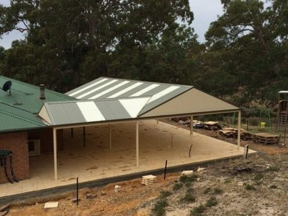Should a verandah be attached or free-standing?