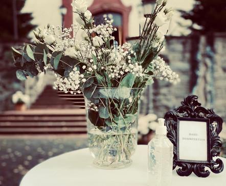 Blumendeko für Hochzeitsempfang