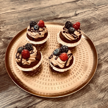 Cupcakes auf Tablett angerichtet