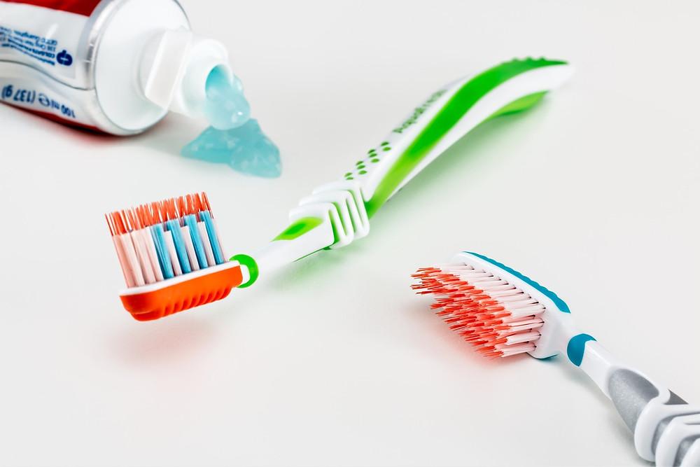zubní kartáček, zuby,čištění zubů