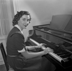 Micheline Ostermeyer at her piano