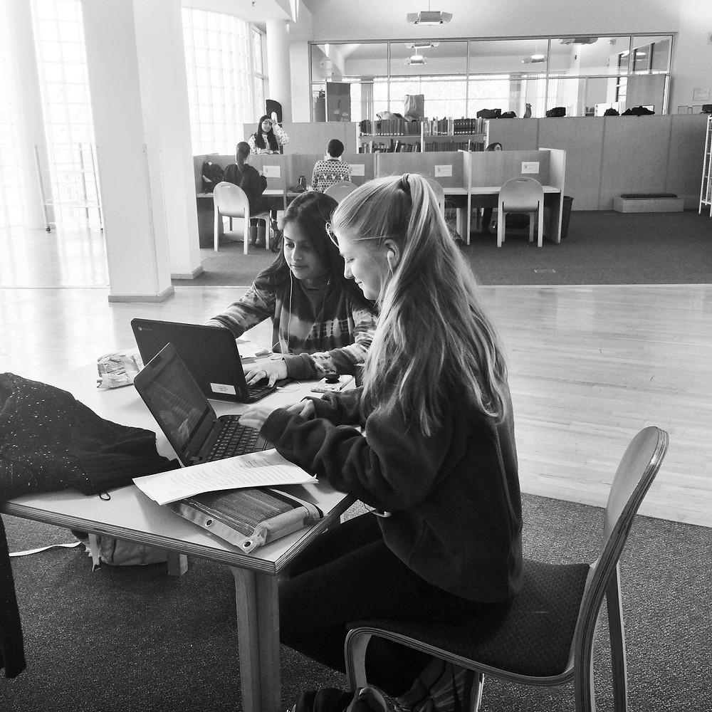 Vidhi Patel and Alyssa Baugh study in the library