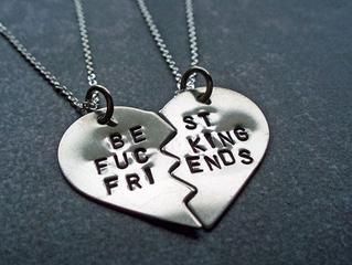 No es raro cogerte a tus amigos