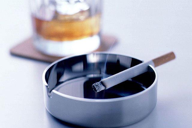 続く喫煙、続かない禁煙