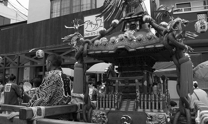 越ヶ谷宿にある有瀧家の蔵と黒塀です。