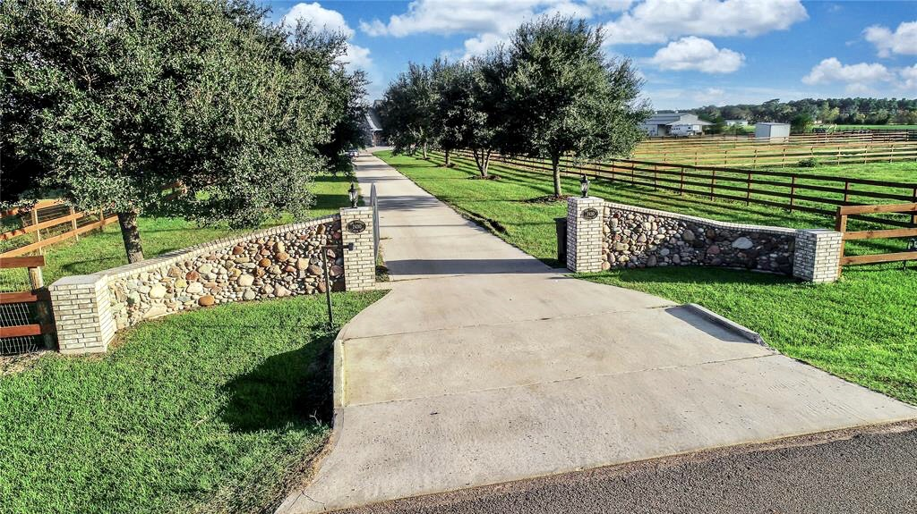 Live Oaks Lane entry