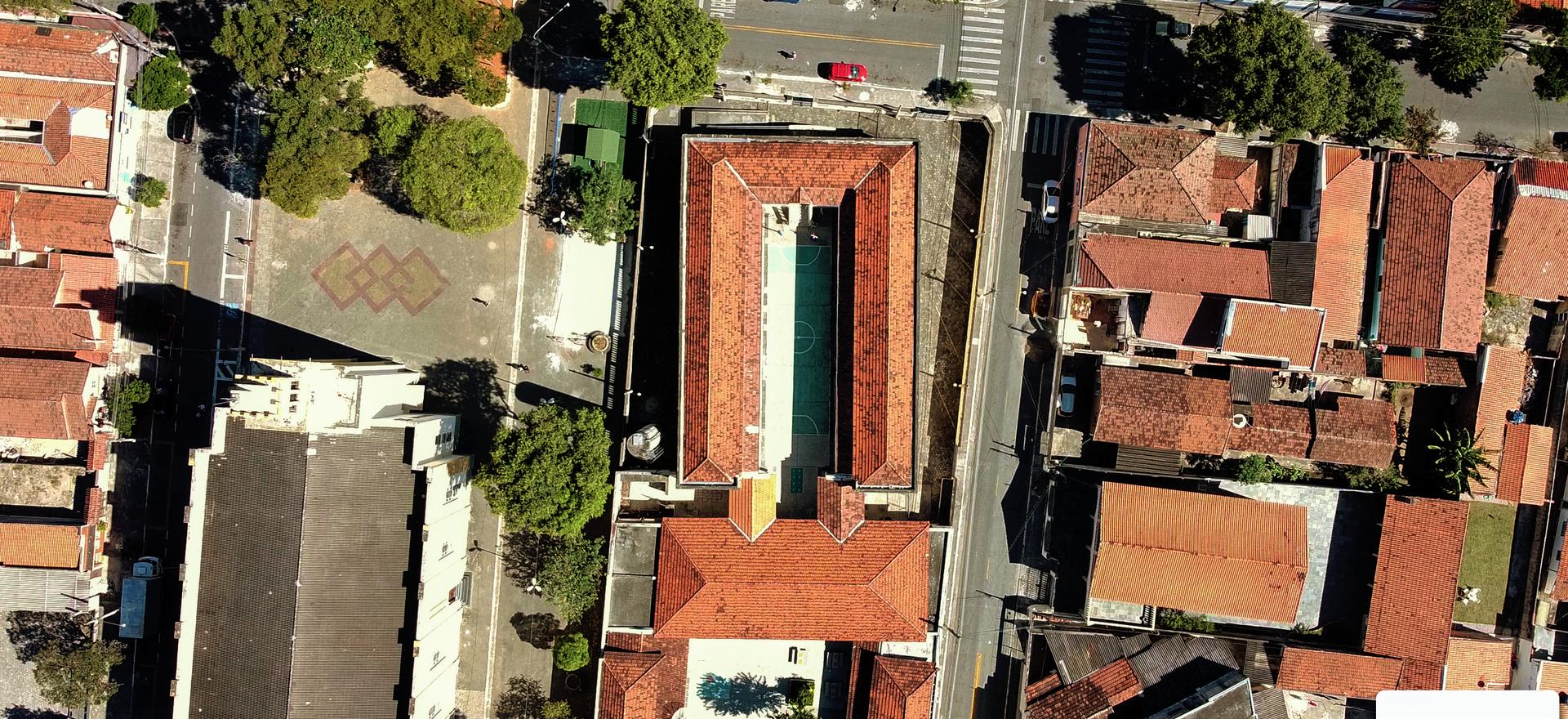 Inspeção em altura, imagens para geo referência e descritivos imobiliários.
