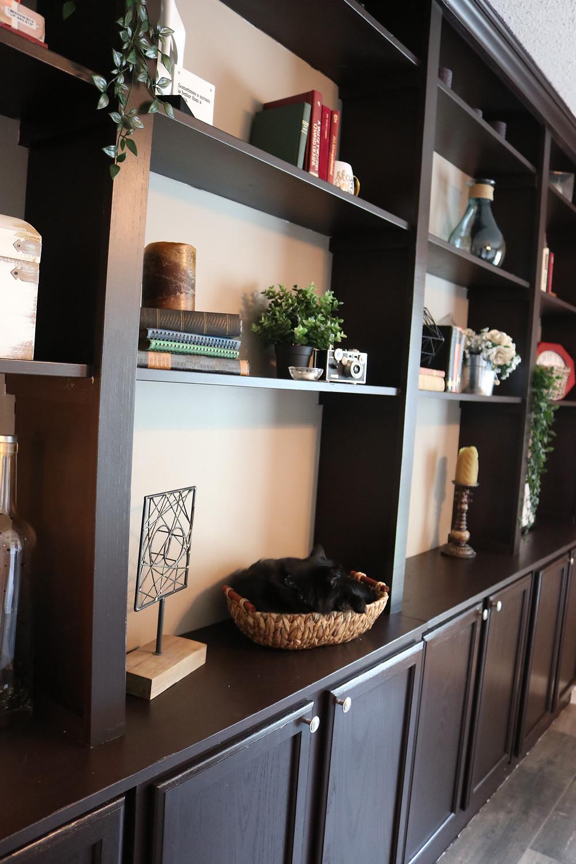 Built-in bookshelves DIY