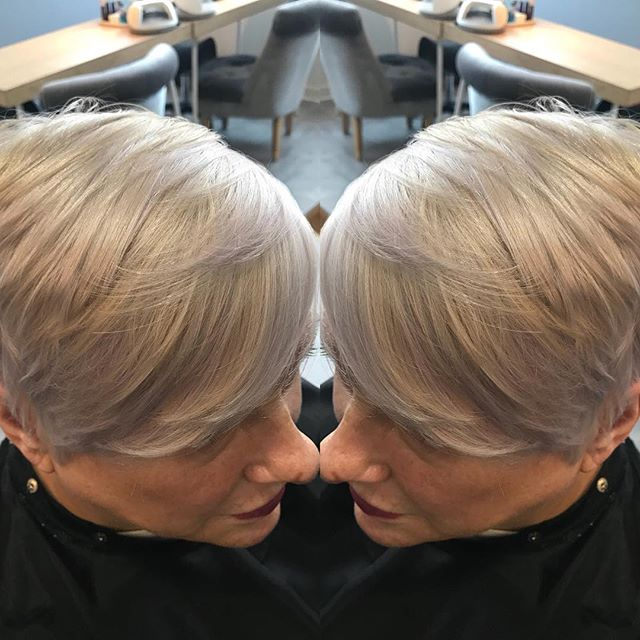 Beautiful little bleach and tone for mama today #wella #illumina #wellaplex #allthetones 😻