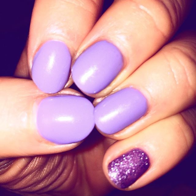 #wisteriahaze #glitterpinki _sisco_edinburgh #thebestshellac #cnd #shellac #nails #edinburgh #mornin