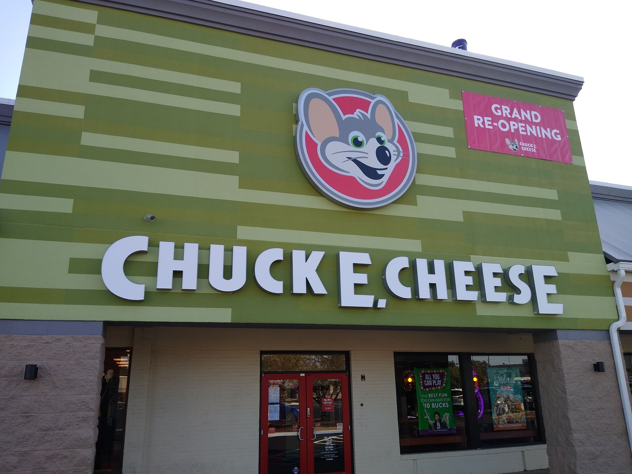 Chuck E Cheese.jpeg