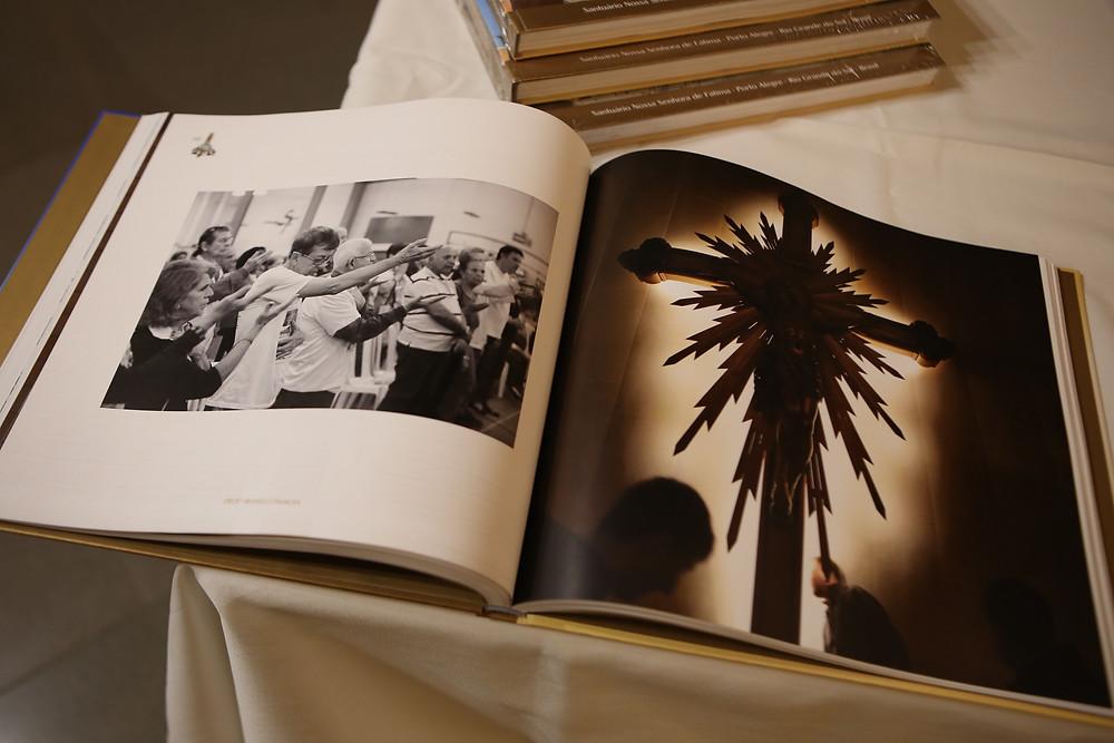 foto que mostram momentos de fé dos peregrinos de fátima