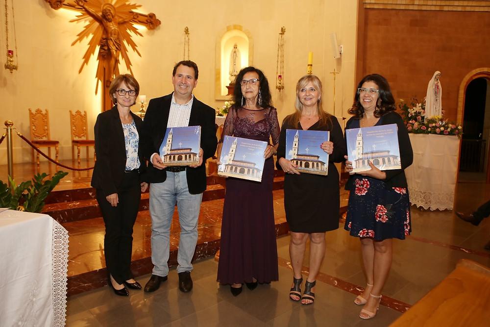 Honenagem a Lisete Vier Secretaria Executiva do Institutio São Francisco  e  representantes da Editora São Miguel Responsável pela edição da Obra