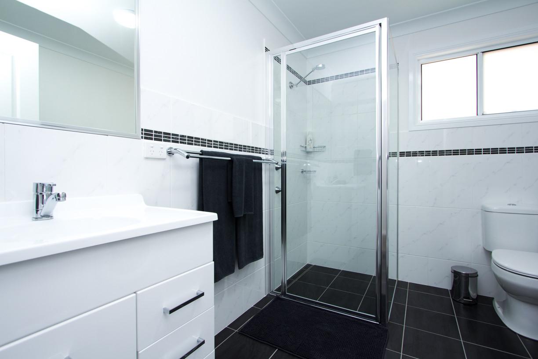 Rosewood Cottage bathroom