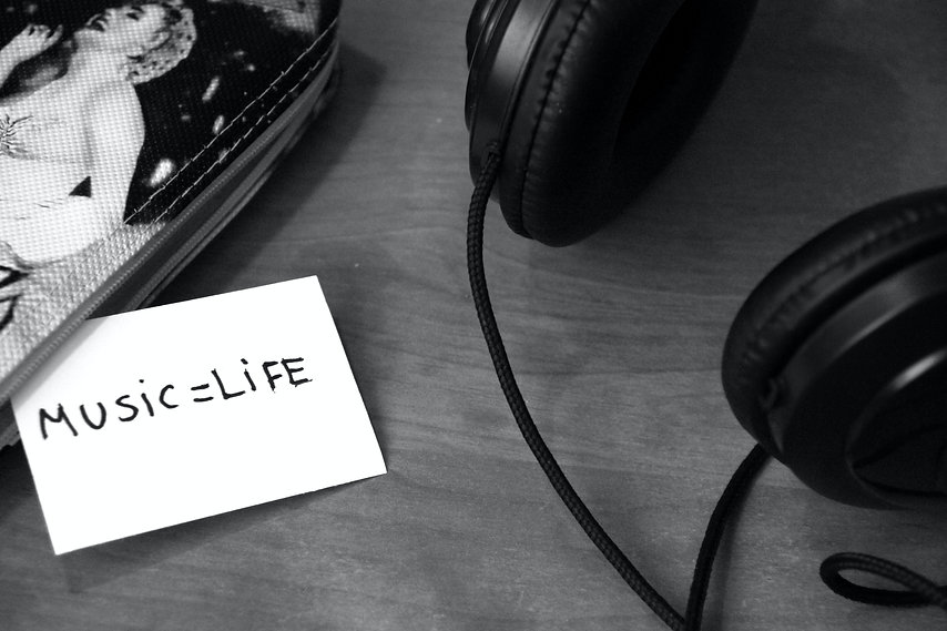 black-and-white-music-headphones-life-31