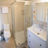 Basement bedroom 1 en-suite bath