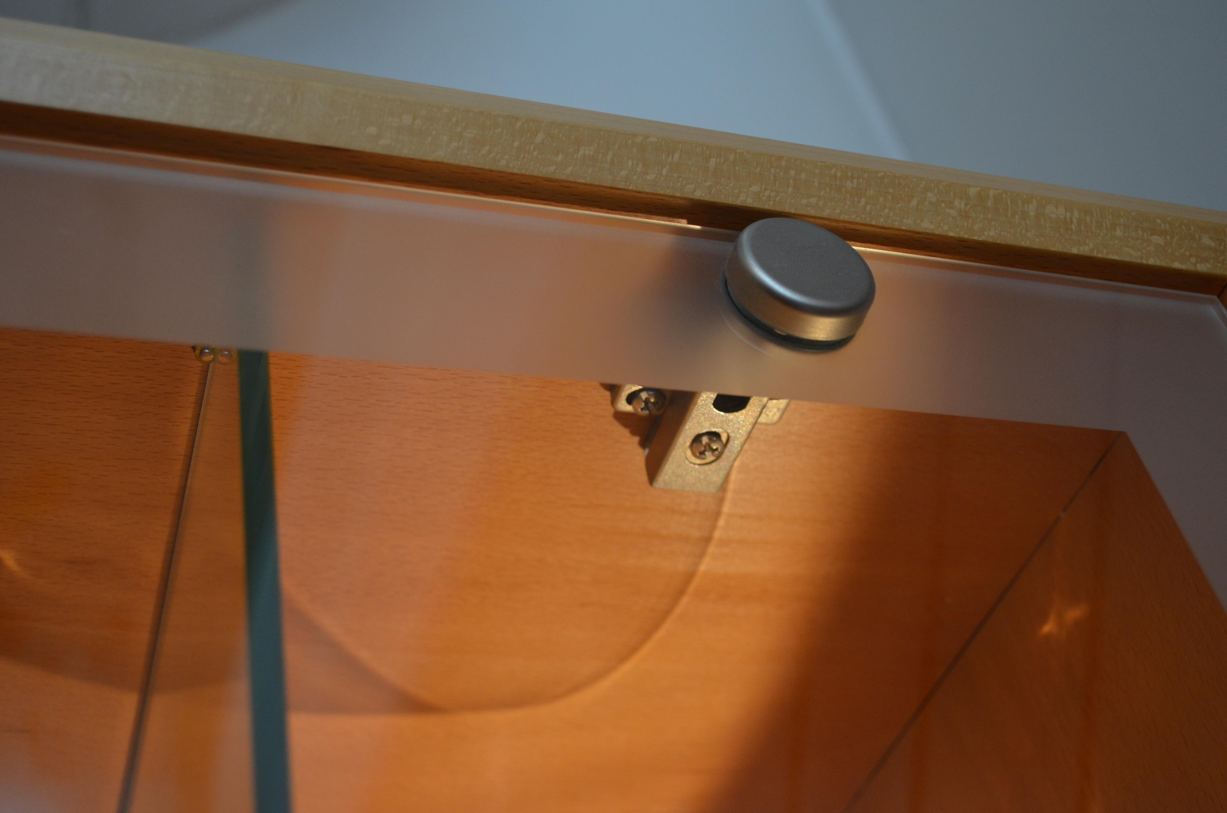 Detail Topfscharnier für Glastüren