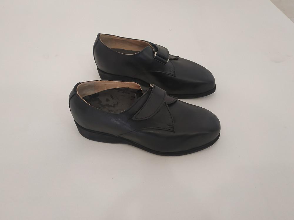 Atelier Podo-Design; Exemple Chaussures Orthopédiques sur-mesure Diabète; Derby Bas à Bande auto-Aggripante Noir