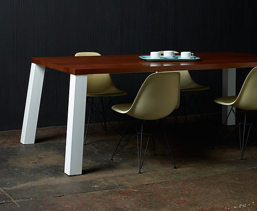 8TH° CORNER DINING TABLE