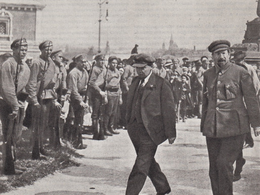 Lenin and Lunacharsky pass an honour guard, May 1, 1920 Moscow