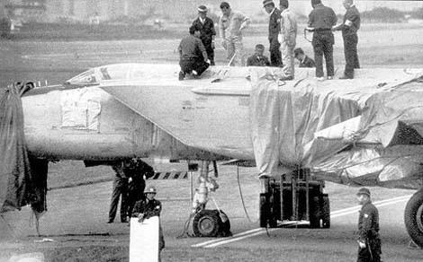 MiG 25 undersöks av japanska och amerikanska tekniker