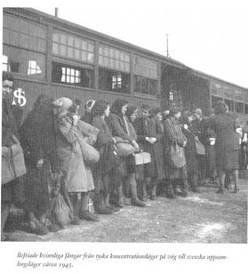 Berfriade kvinnliga fångar.