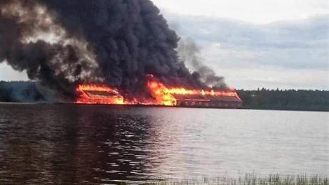 Lagerbyggnaderna totalförstördes i en anlagd brand 25 Juni 2016.
