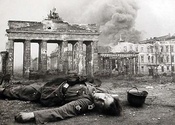 Berlin in 1945 4.jpg