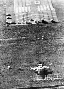 Landningsbanan var för kort så Viktor och hans MiG-25 hamnade utanför banan.
