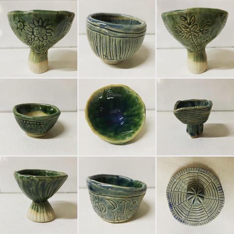 Stoneware pinch pots & a lid