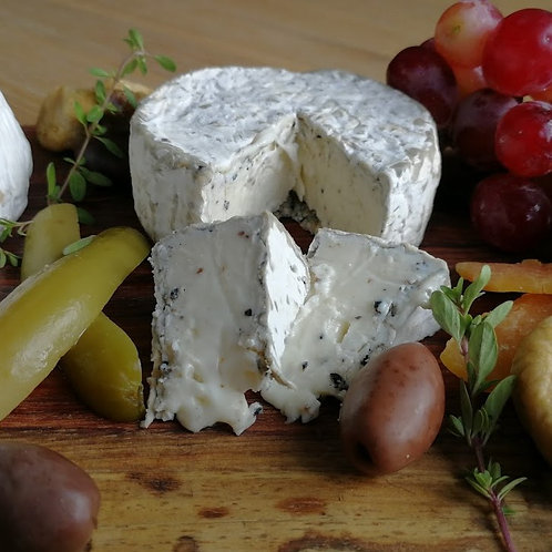 Brie with truffle 110G / Heaven On Cheese