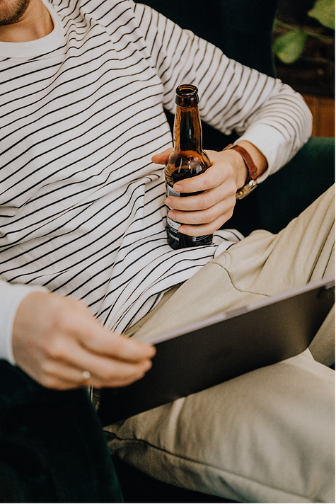 guy drinking beer.png
